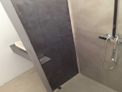 italian shower in concrete