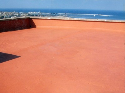 Waterproofing product for trafficable roof terraces